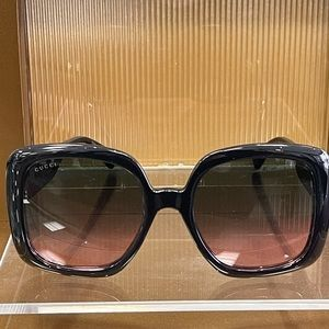Brand New 100% Authentic Gucci GG713S Sunglass